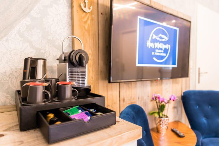Kaffeemaschine und Wasserkocher in Ihrem Doppelzimmer in Doppelzimmer Sankt Peter Ording